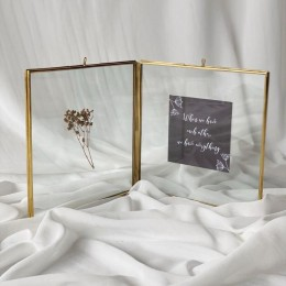 4-Sided-Brass-Frame-with-greeting-cards